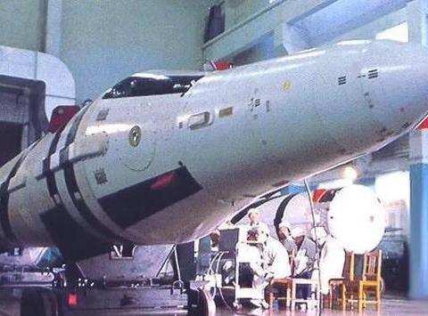 王牌武器遗憾未出场!巨浪3潜射战略核导弹,射程高达12000千米