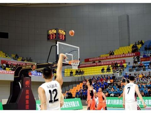 甘肃省第二届全民健身运动会篮球赛 天水代表队旗开得胜