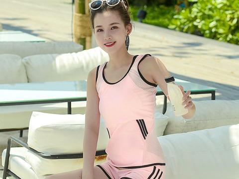 日本名模海边秀身材,模样成熟有魅力,笑起来美极了