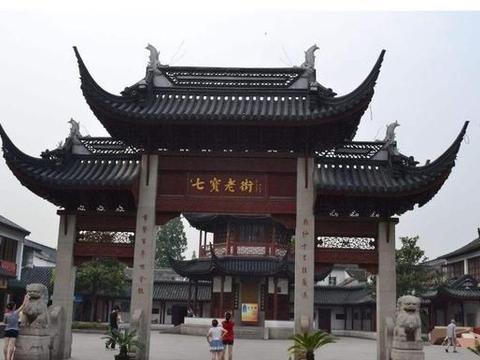 """上海精美古镇,因为一碗热气腾腾的""""红烧羊肉"""",游人挤破头皮"""