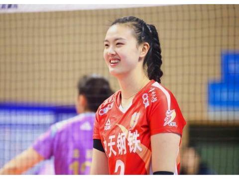 """中国排球第一美女,身高1米95卧推120公斤,男友是""""高富帅"""""""
