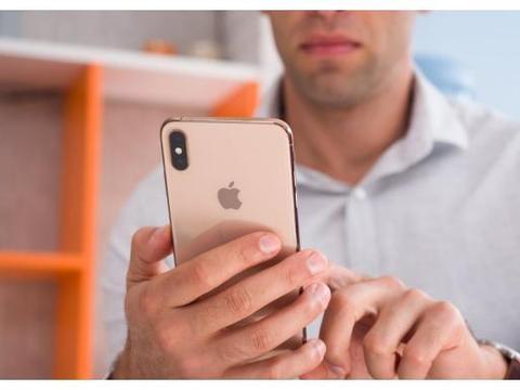 """苹果再妥协,iPhoneXS Max沦为""""清仓价"""",网友:已经晚了!"""