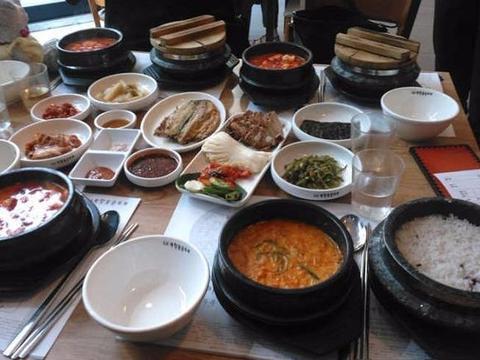 在韩国吃一顿烤肉,花了上千元
