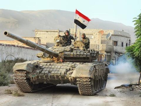 美俄坦克大战开幕:叙军大批T-72坦克抵达战区 迎战土耳其M60A3