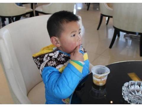 儿科医生:入秋后,2种汤别给孩子喝,易消化不良,家长别大意!