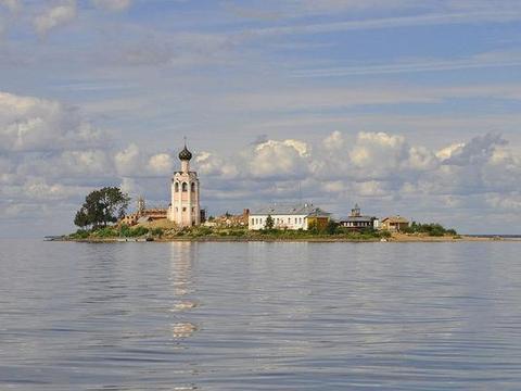 隐士的小岛:长仅120米,只有面包蔬菜吃,不允许雌性动物上岛