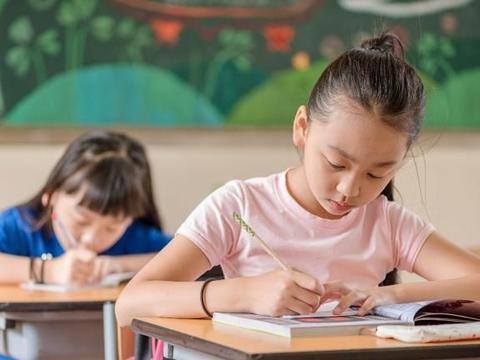 智力对于孩子的学习成绩很重要,如何提高呢?家长可以这样做