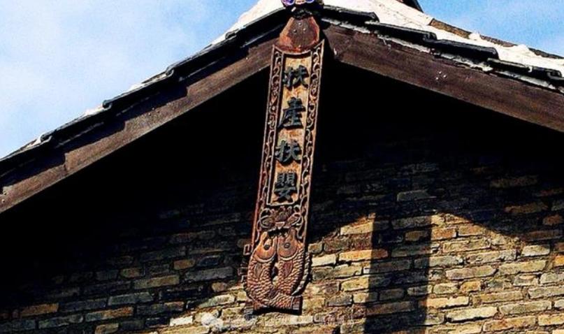 """中国最""""怪异""""村庄,家家户户墙头悬鱼,还被誉为是全国第一廉村"""