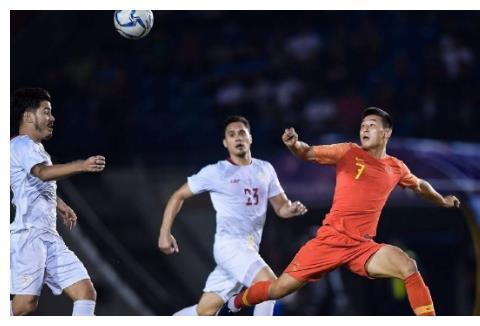 国足惨遭弱旅逼平!里皮被质疑,球迷热议:亚洲三流球队都赢不了