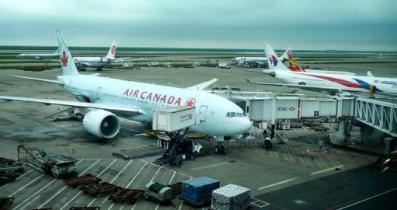 加拿大航空公司一架航班在遭遇严重颠簸后改道飞往夏威夷