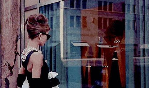 """早春时尚范:穿好6件""""单品"""",你能比奥黛丽·赫本更有法式风情"""