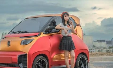 """柳州市某小区大建微型车位,为新能源电动车""""小E""""推广助力"""