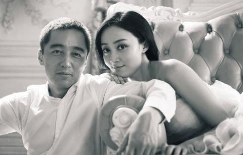 43岁赵子琪的富豪老公,为她净身出户,两个女儿可爱可爱!