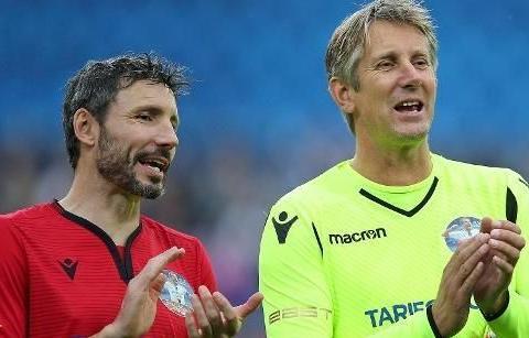 范佩西36岁射术远胜曼联现有前锋!纪念赛爆射死角