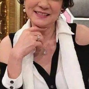67岁老戏骨单身30年至今未婚 曾和李小龙拍戏传出绯闻而红极一时