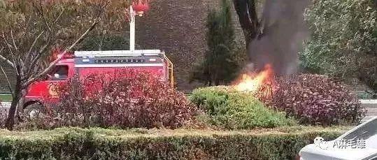 突发 | 榆林长城路一辆轿车自燃起火伴随爆炸声
