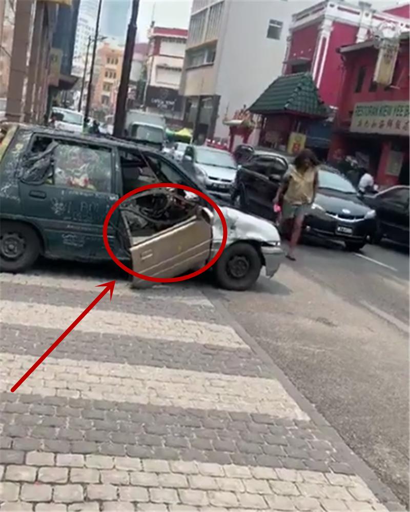 最破烂的奥拓,车价3.5万,车门就是装饰无法防盗,而车仍能行驶