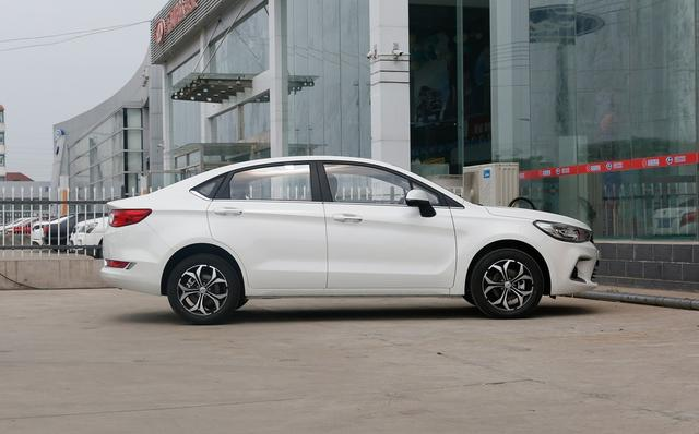 同样是A6,售价5.98万,内饰接近奔驰,为何销量还是惨淡?