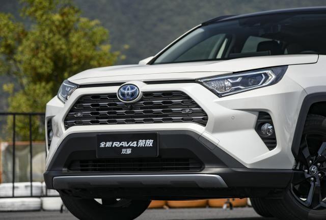 2020款丰田RAV4荣放实车亮相,新增双擎版本,8天后上市