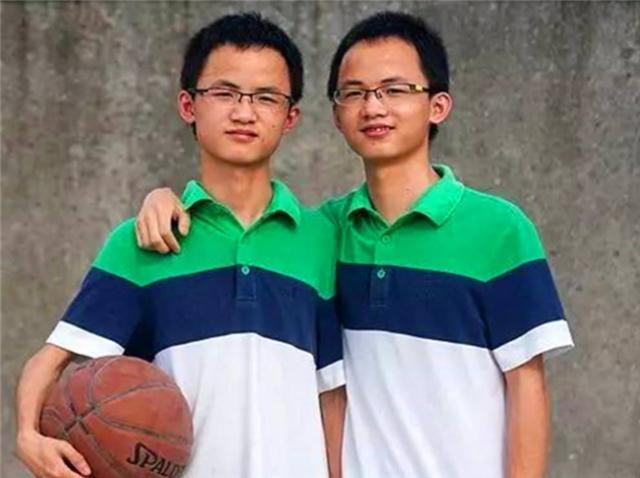 高考双胞胎替考作弊怎么办?考场识别方法很机智,监考官:想太多
