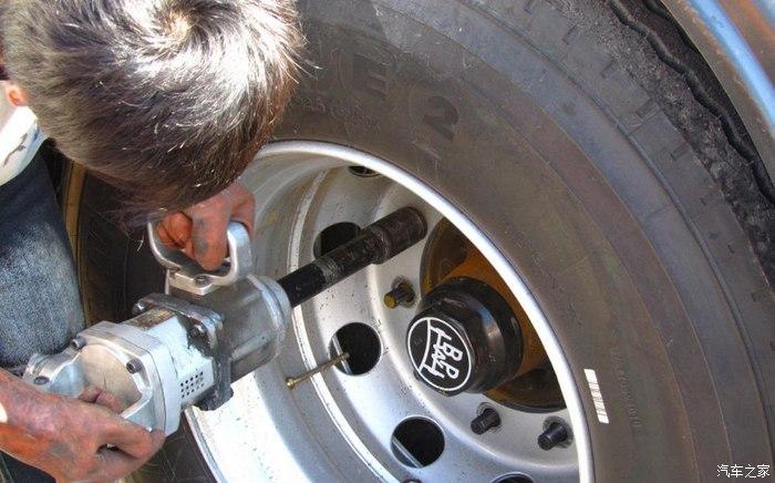 汽车轮胎多久换一次?轮胎养护小常识,要牢记,行车安全还省心