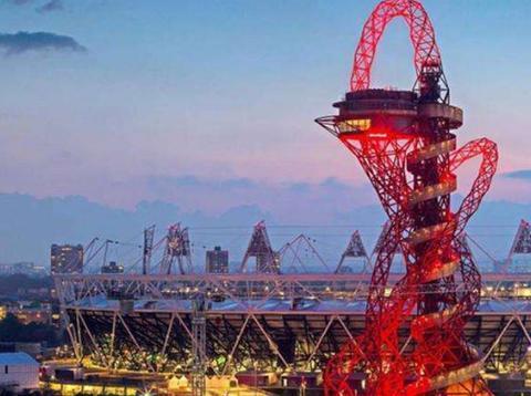 英国一滑梯按秒收费:花费2.3亿用废铁打造,体验一次得上千块