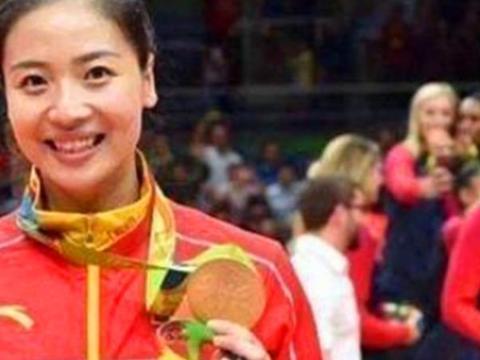 为什么大梅不能像魏秋月,徐云丽一样去国家队帮带球员们呢?