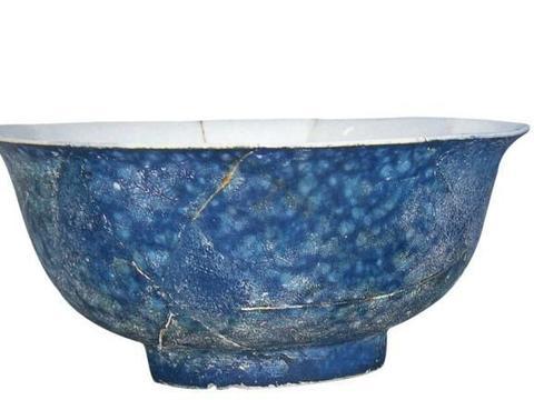宋代官窑的影响延续到明朝,宣德御瓷局制造大批仿钧窑瓷器