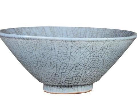明官窑热衷仿制宋朝瓷器,汝、钧、官窑仿品都有生产