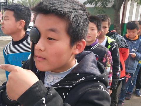 南阳狮子庄、林庄小学同时开展学生视力检测