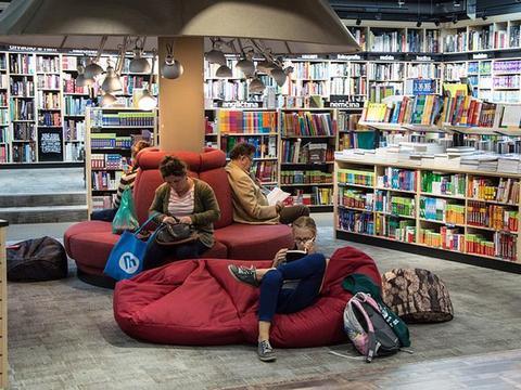 """申论热点:实体书店要把""""顾客""""变成""""读者"""""""