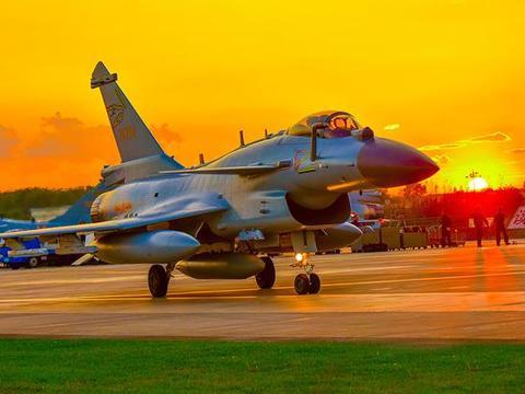 机动性堪比苏-35,隐身性超过F-16,最大速度2.3马赫