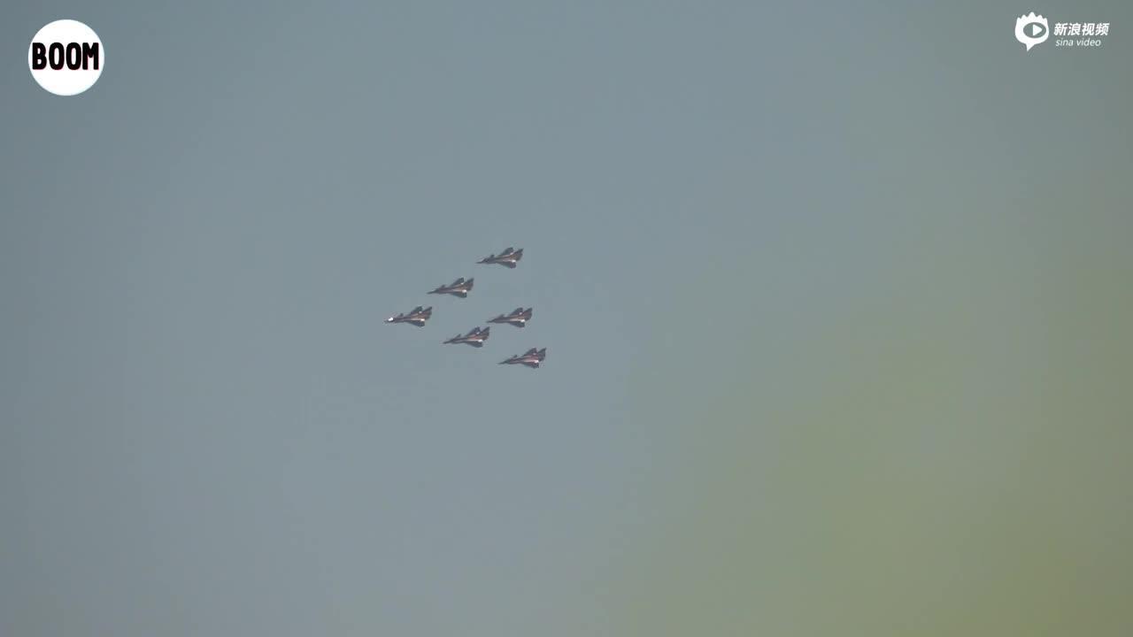视频:八一飞行表演队长春炫技 歼10战机猛秀机动性