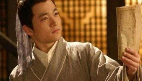 秀才写了一句反诗,太守把他押送到京城,皇帝:松绑,赐官