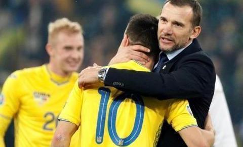 欧洲杯预选赛传奇核弹头抢尽了世界足球先生的风头
