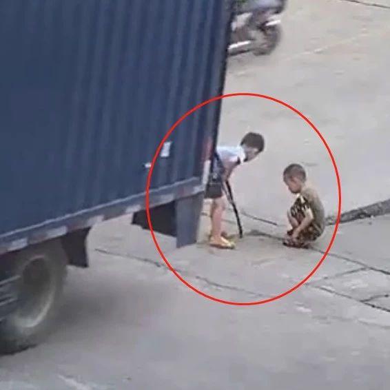 痛心!广东男童被货车倒车碾压……这些知识要反复讲给孩子听