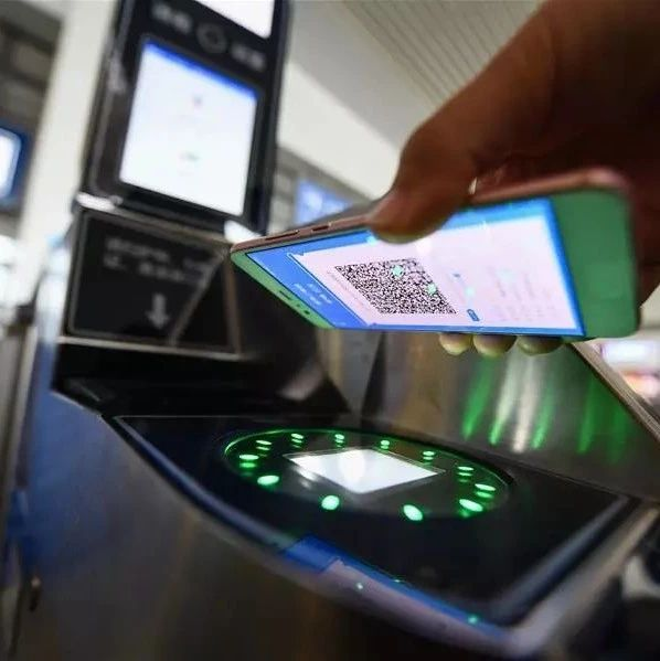 不用纸质票!刷手机就可坐火车!青岛火车站已开始试点电子客票