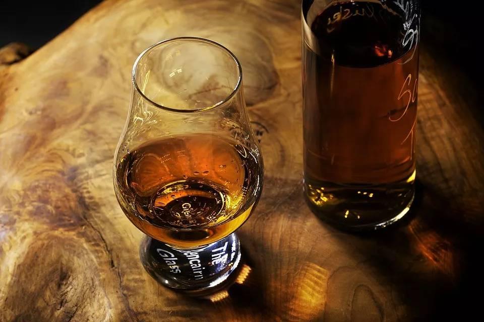 """喝酒会脸红是肝不好吗?做好2件事,为肝""""减负担"""""""