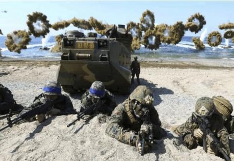 为节约成本,两国联合演习用玩具枪械替代,射击全靠吼