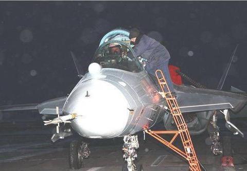 歼10C隐身性能超过苏57,俄罗斯五代机是被误解的英雄,还是狗熊