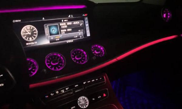 视频:奔驰E级刚提车,内饰64色氛围灯漂亮