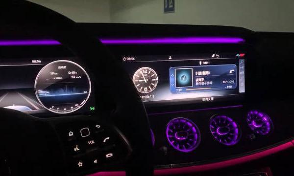 视频:奔驰E级E300L音响还不错,64色氛围灯和液晶仪表盘很漂亮