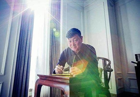 晒晒韩磊一家住的豪宅,椅子都要太师椅的,全屋都是中式红木家具