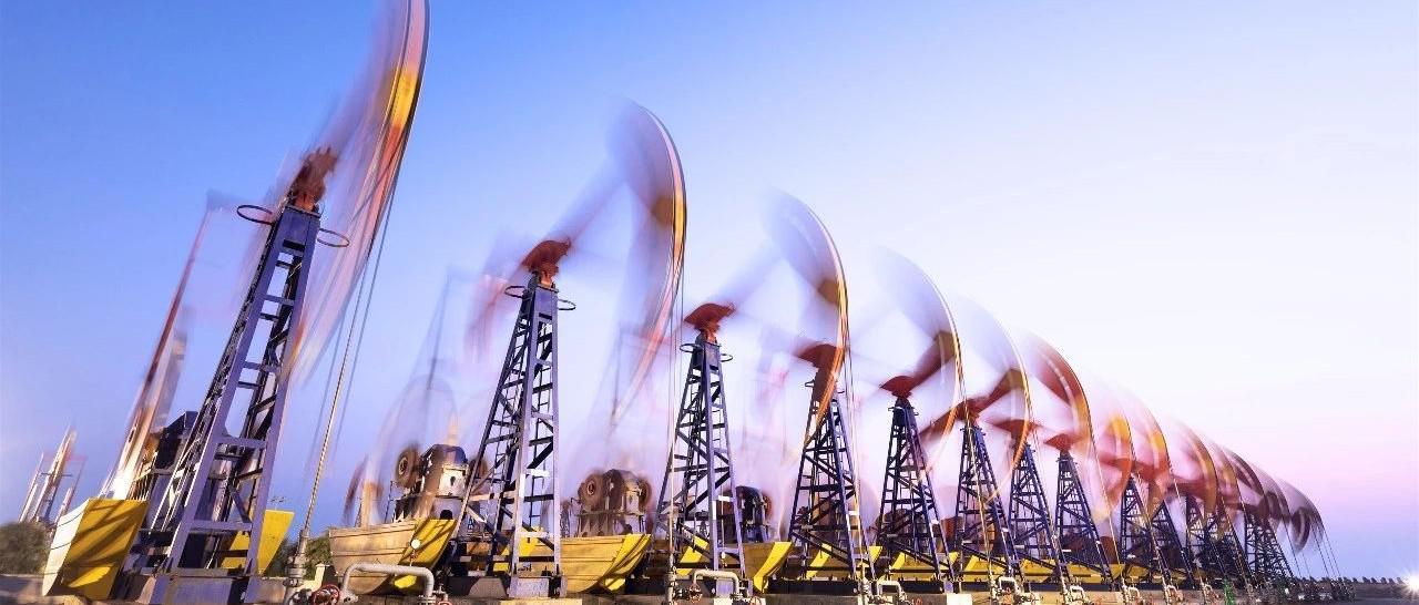 全球油轮运费暴涨暴跌 内外盘原油价差修复