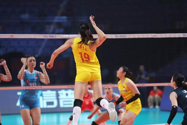 中国女排最佳主攻改打强力接应!球迷热议,她能晋级东京奥运会吗