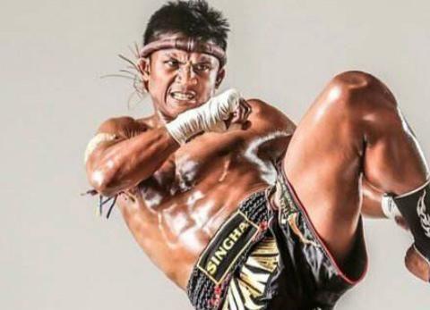 同级别中,中国人有没有能打得过播求的拳手?拳迷:一龙能打赢!