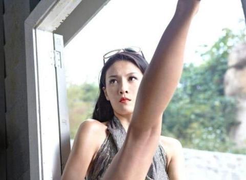 跆拳道冠军张蓝心:只围一块浴巾与男嘉宾共浴,王祖蓝搂她都费劲