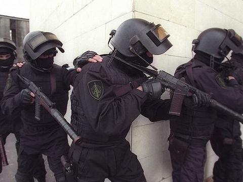 俄接到袭击情报,阿尔法小组抓获一伙高科技武装,官员:感谢美国