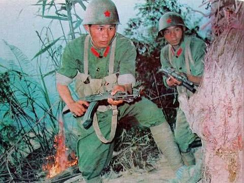 解放军炊事班出了孤胆英雄,副班长以少打多歼灭4名越军