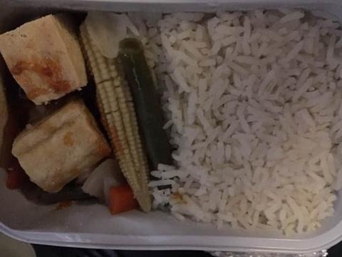 谁吃得下这东西?!史上最可悲的飞机餐